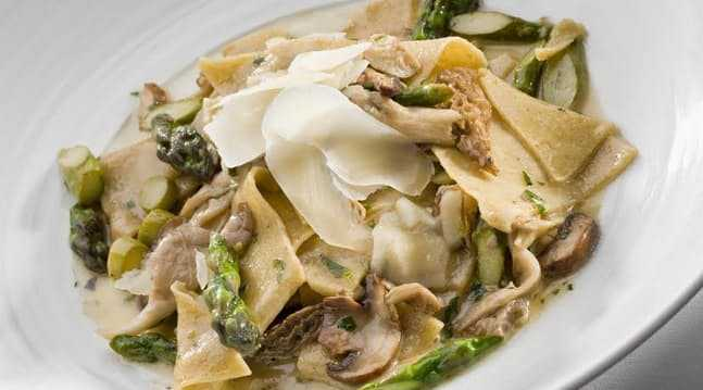 Farro Pasta with Asparagus and Mushrooms